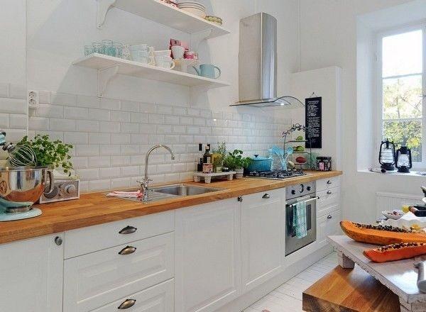 Căn bếp ốp gạch Mosaic màu trắng hợp với người mệnh Kim