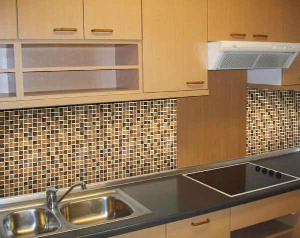 Mệnh Thổ nên chọn gạch Mosaic ốp bếp màu nâu