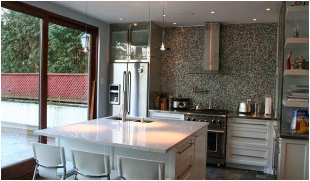 Gạch mosaic sẽ mang lại sự ấm cúng cho nhà bếp