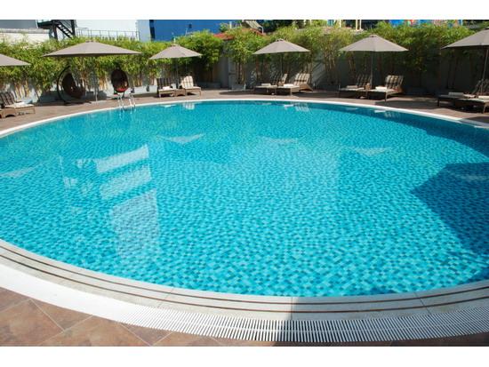 Lưu ý khi chọn màu sắc gạch Mosaic cho hồ bơi