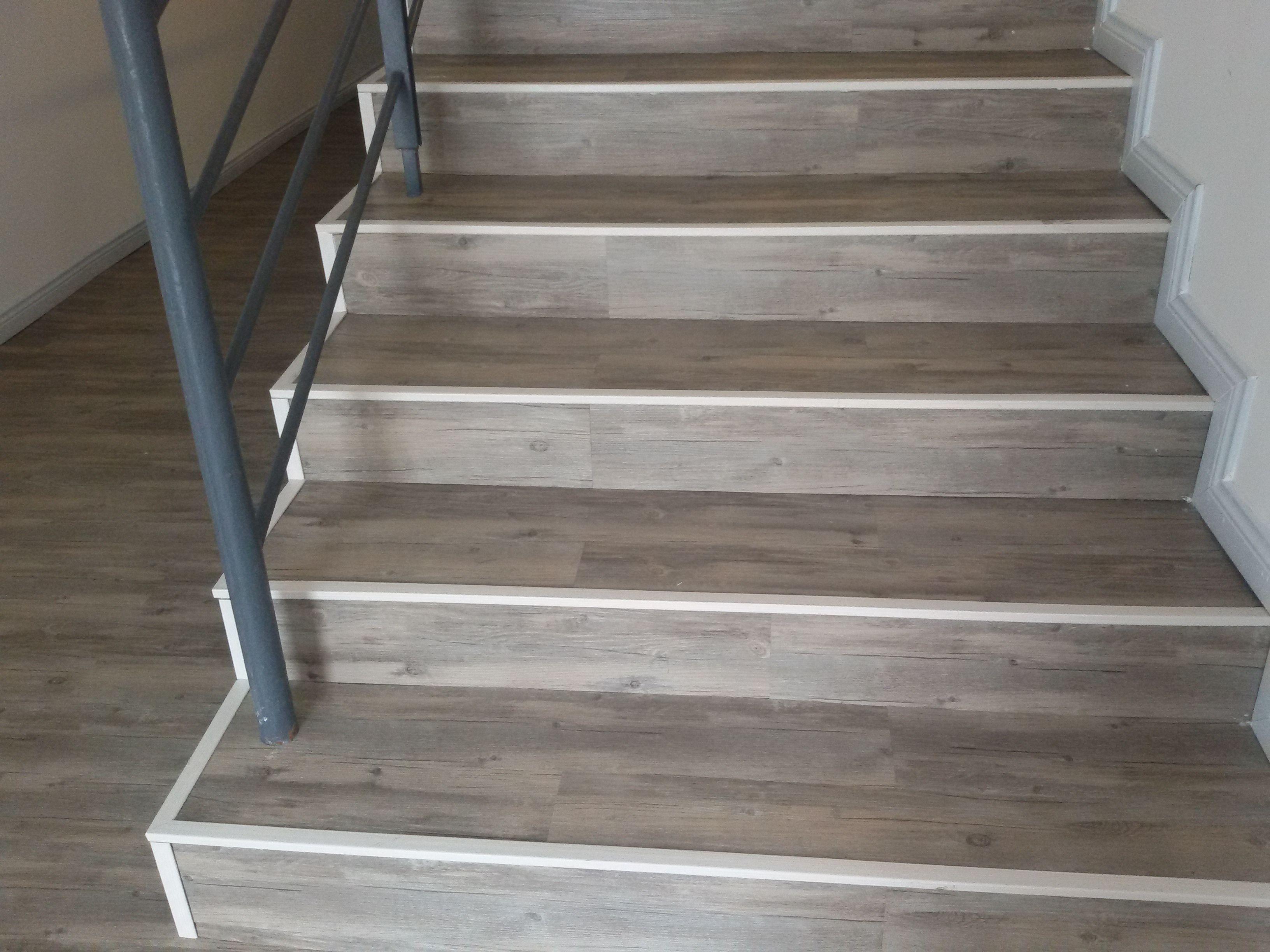 Sàn nhựa giả gỗ cho cầu thang