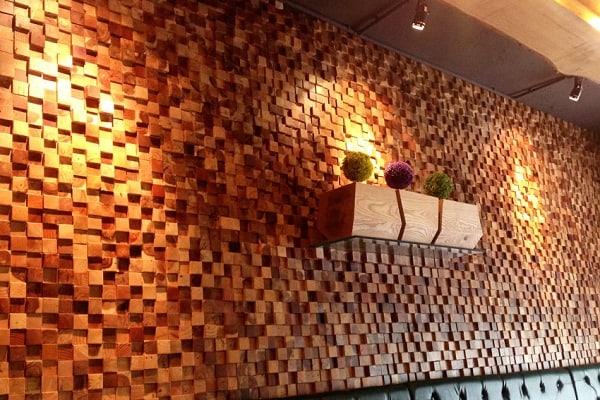trang-tri-tuong-nha-voi-gach-mosaic-go