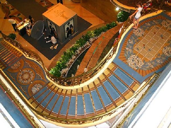 Ý nghĩa của thảm gạch kính Mosaic trong thương xá Tax nổi tiếng Sài Gòn