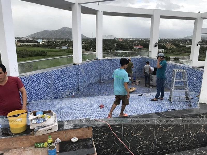 Kosago thi công ốp gạch bể bơi khách sạn Ninh Thuận, Phan Rang