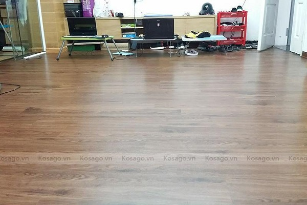Kosago thi công sàn nhựa giả gỗ nhà anh Trường tại Xa La Hà Đông