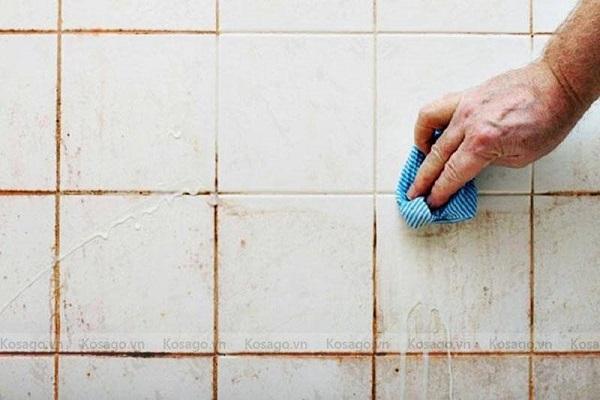 Làm sạch gạch lát bị ố vàng bằng bankingsoda