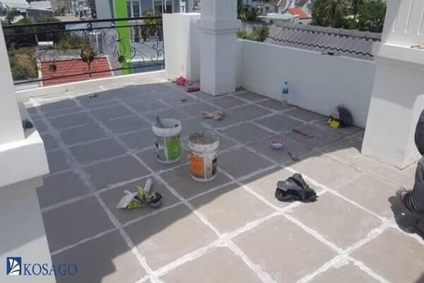 nhược điểm lát gạch chống thấm sân thượng