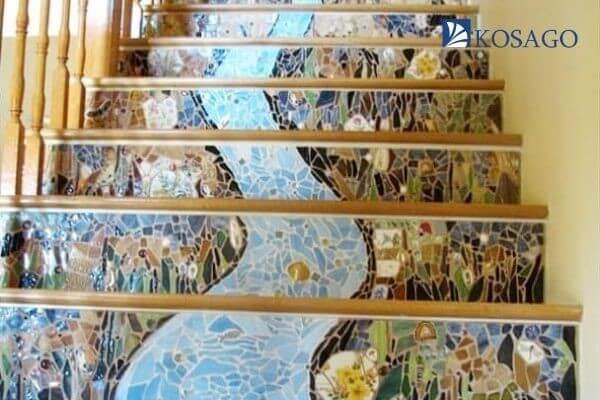 ứng dụng gạch mosaic ốp cầu thang