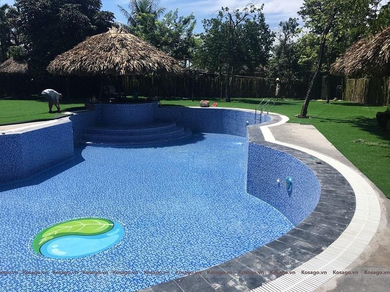 Công trình ốp lát bể bơi bãi đá sông Hồng được Kosago thực hiện