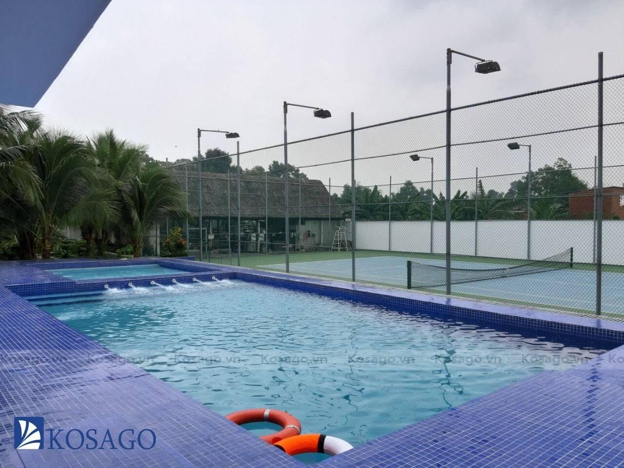 Kosago hoàn thành ốp lát gạch mosaic cho bể bơi anh Giang, Sài Gòn