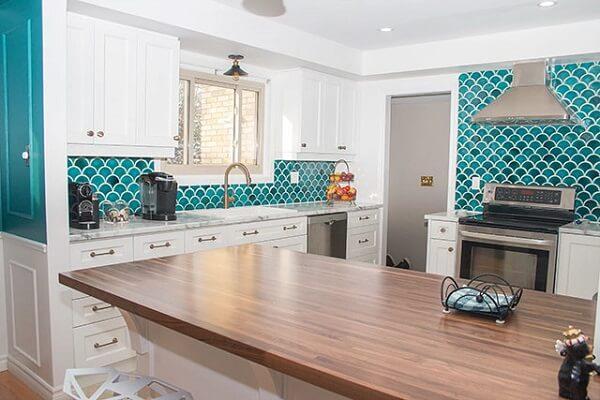gạch mosaic vảy cá phòng bếp