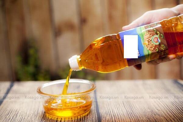 Cách tẩy vết băng dính bằng dầu ăn