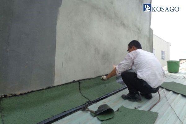 cách xử lý tường bị thấm nước trên mái nhà
