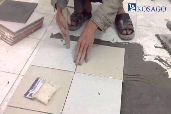 lớp mặt sàn của nhà vệ sinh
